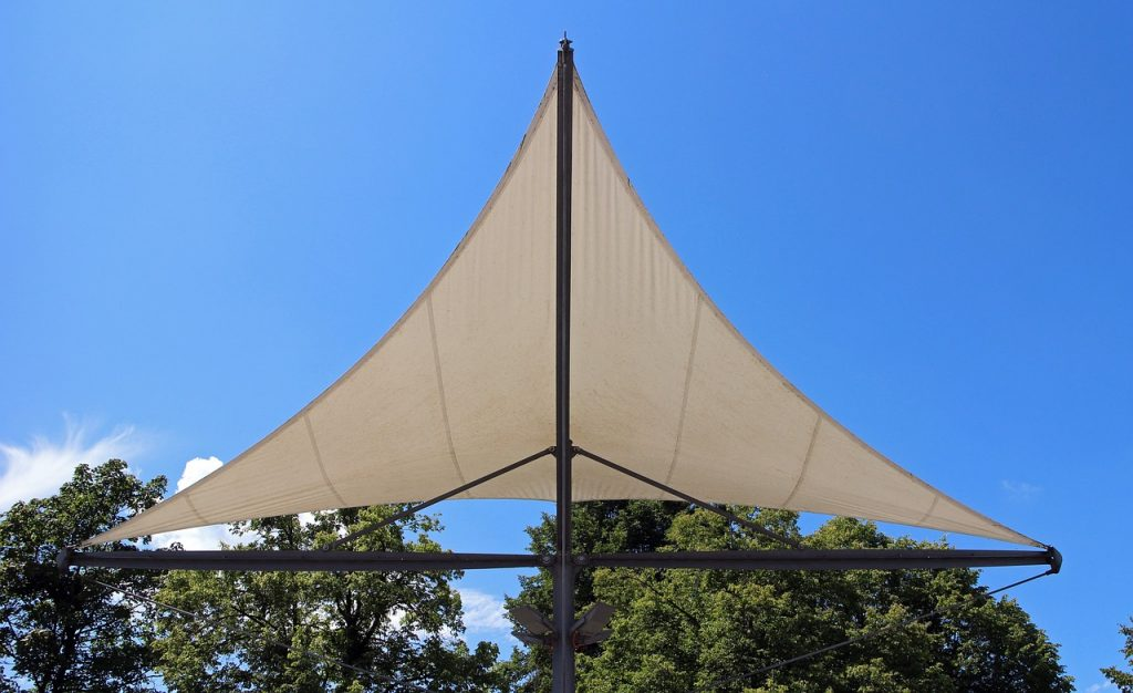 esempio di tenda a vela