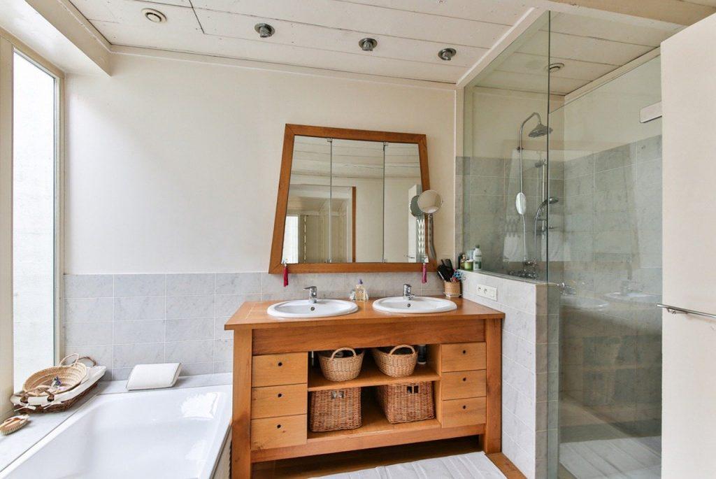 bagno con doccia moderno