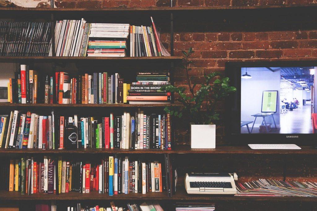 parete tv con libreria