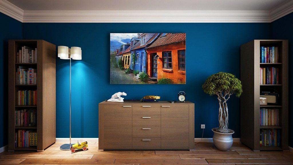 stanza con pareti blu