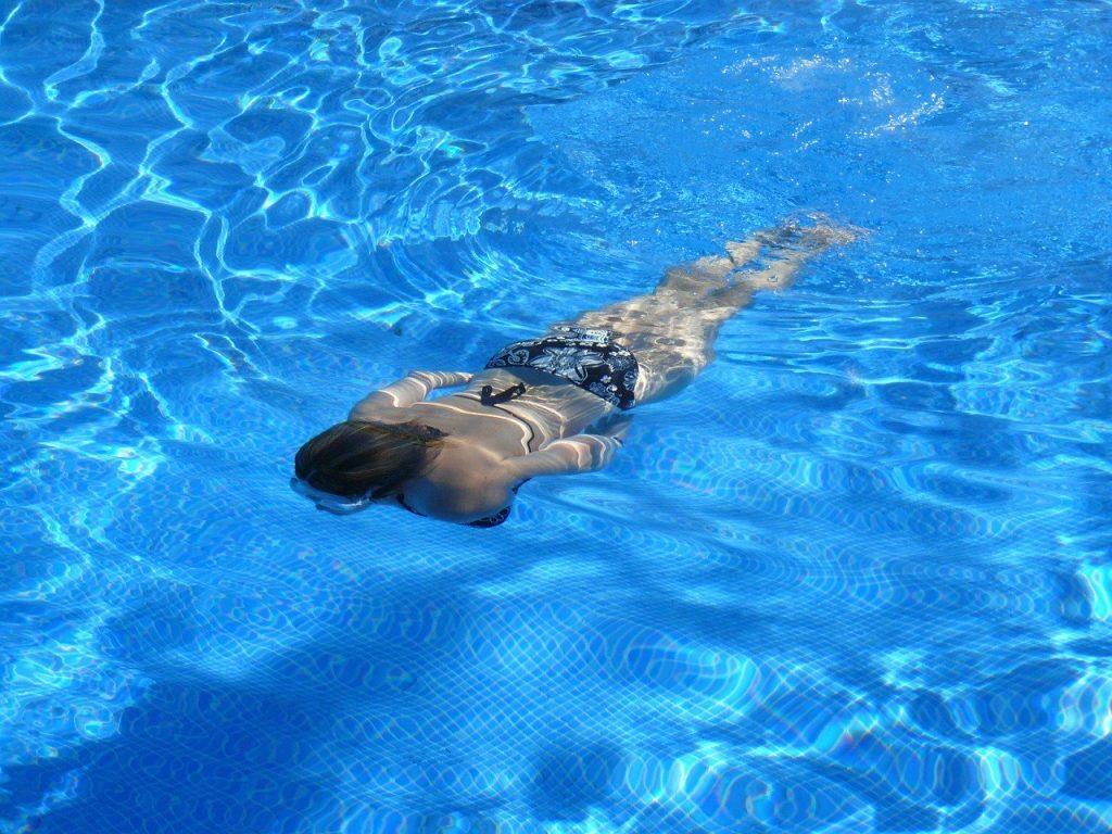 bagnante acqua piscina