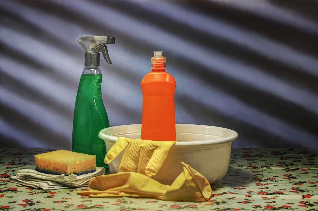 come togliere l'olio dal pavimento