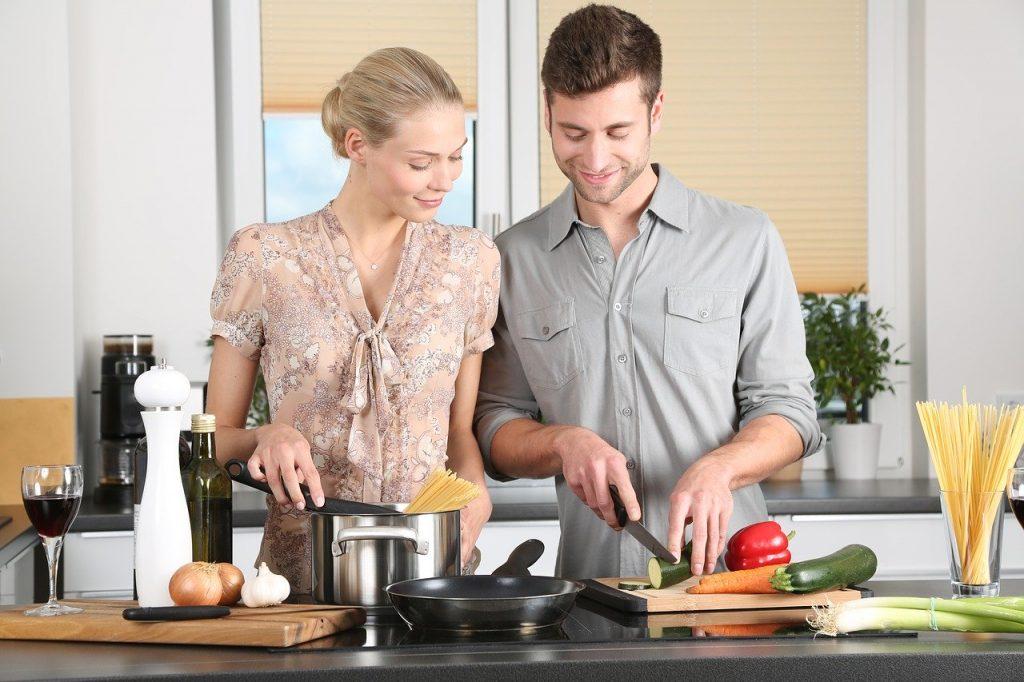 cucinare in una cucina funzionale