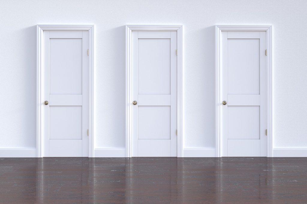 porte e pavimento in stile classico con parquet