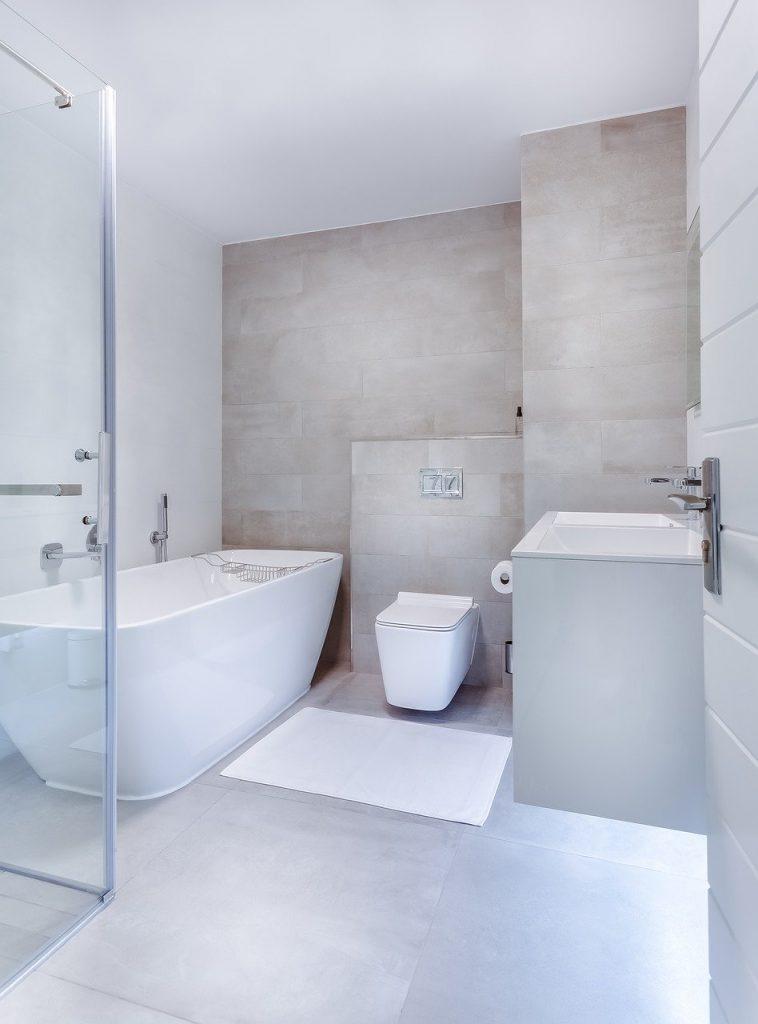 sanitari sospesi in bagno moderno