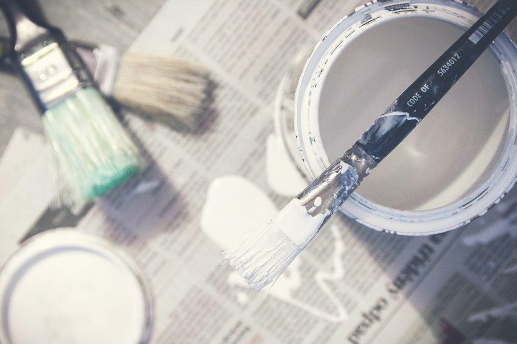 macchie vernice sul pavimento