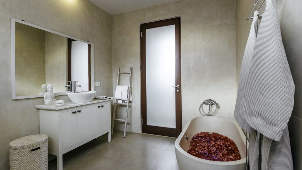 mobile da bagno con piedini