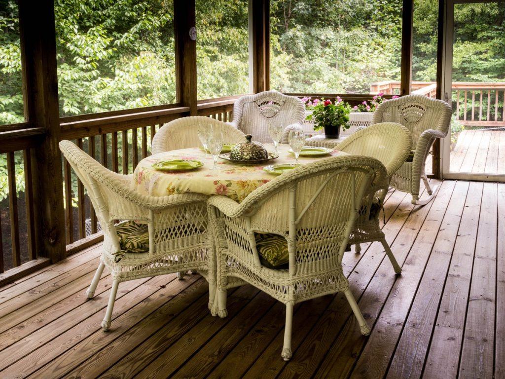 Terrazza con pavimento in legno