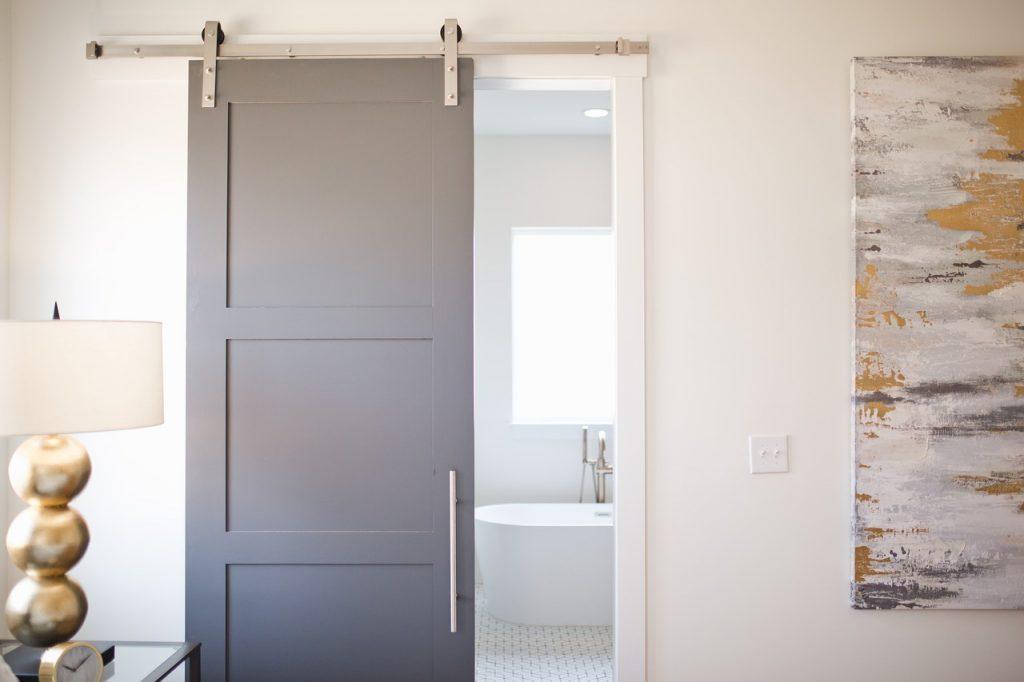 Come montaree una porta scorrevole