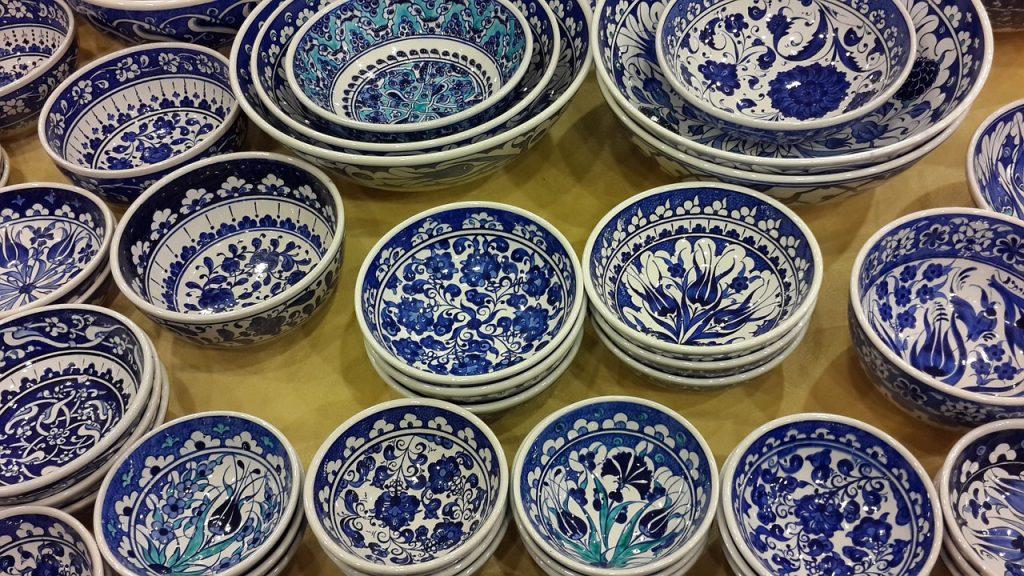 Piatti in ceramica decorati