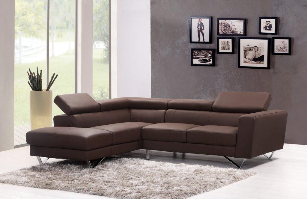 Quadri nella parete dietro il divano