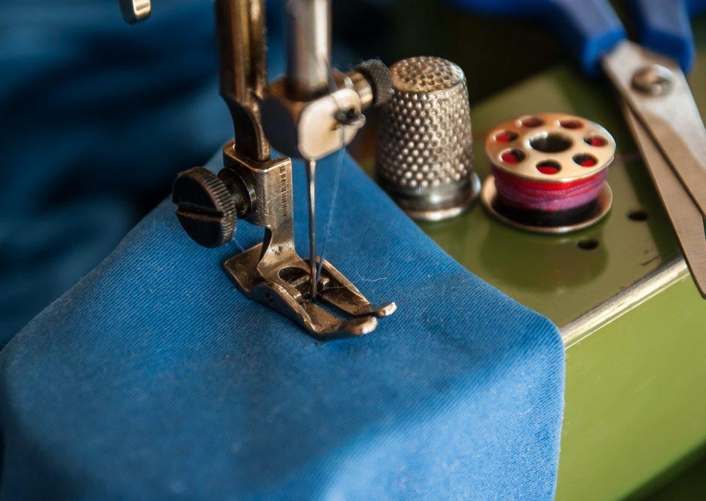 Macchina da cucire per fare gli orli